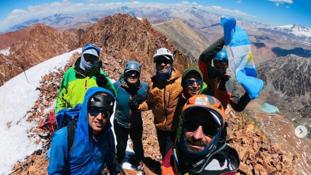 en-la-cumbre-del-ulises-vitale-un-cerro-5194-msnm-del-cordon-portillo-tunuyan-lito-sanchez-heber-orona-gerardo-castillo-pablo-gonzales-claudio-fredes-adrian-miranda-maria-y-ulises-corvalan-lograron-escalar-el-cer